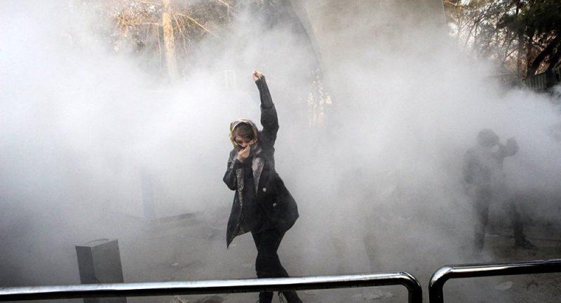 İran'da öğrencilerden uçak protesto sloganı: Kahrolsun Diktatör, özür yetmez istifa ve mahkeme istiyoruz