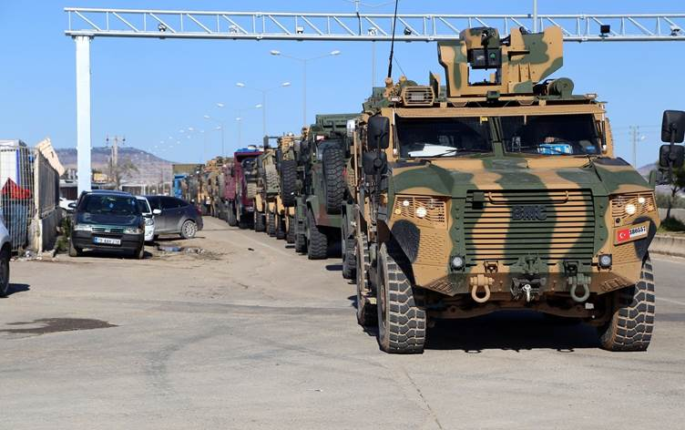 Türkiye Rojava Kürdistanı sınırına yeni zırhlı birlikler gönderd