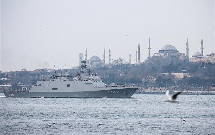 Rus gemileri İstanbul boğazından geçti