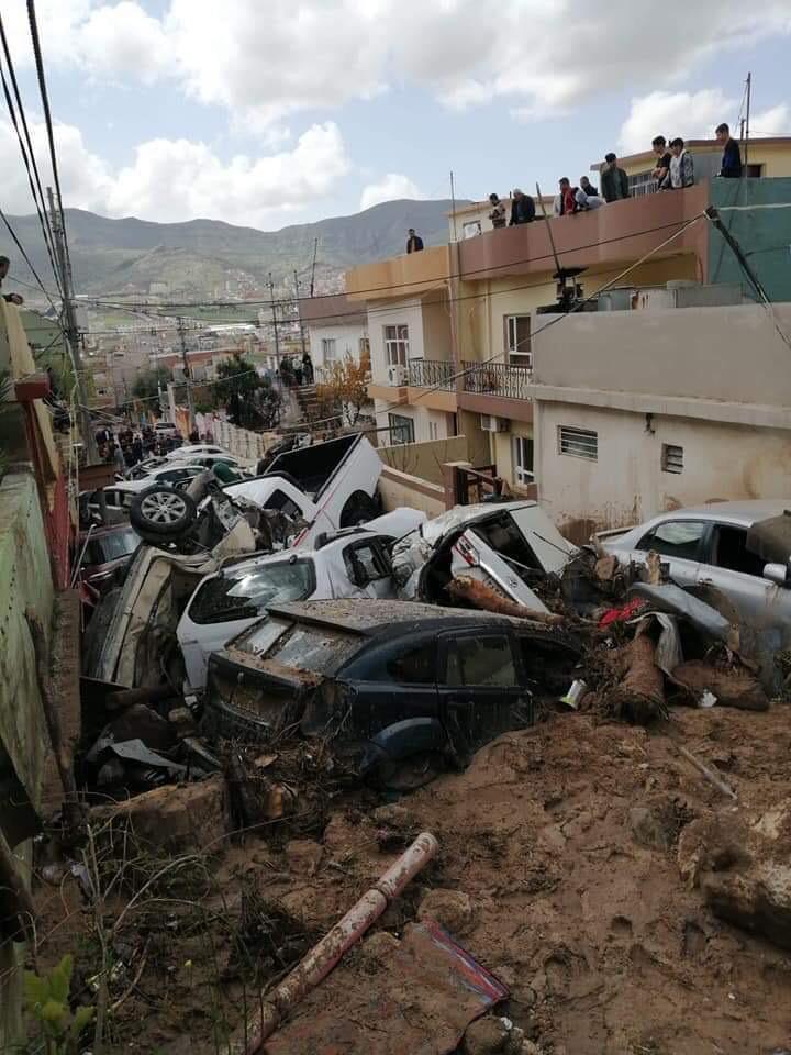 Duhok'ta selden zarar görenler için Barzani Yardım Vakfı hareket geçti