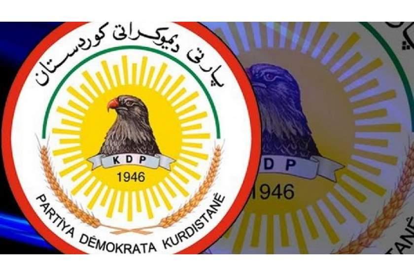 """Kürdistan Demokrat Partisi (KDP) Politbürosu, KCK'nin Zine Wertê'deki gelişmelerle ilgili KDP'ye yönelik ithamlarını şiddetle reddettiğini açıkladı. KDP tarafından yapılan açıklamada, Zine Wertê'ye gönderilen Peşmerge güçlerinin KDP Peşmergesi olmadığı ve Peşmerge Bakanlığı tarafından coronavirüsle (Covid-19) mücadele kapsamında bölgeye gönderildiği belirtildi. KCK'nin iddialarının temelsiz olduğunun kaydedildiği açıklamada, Peşmergelerin Kürdistan Bölgesi Hükümeti'ne bağlı olduğu ve Kürdistan halkının çıkarlarını koruduğu ifade edildi. KDP'nin tüm Kürt parti ve örgütlerine her zaman saygı gözüyle baktığı ve Kürt halkının sivil ve siyasi haklarının destekçisi olduğunun vurgulandığı açıklamada, """"PKK'nin her yere güç gönderme ve Kürdistan Bölgesi'nin iç işlerine karışma hakkını kendisinde görmesi, ancak Kürdistan Bölgesi Hükümeti'nin kendi topraklarında görevini yapmasını doğal karşılamaması hayret vericidir"""" ifadelerine yer verildi. Açıklamada, PKK'nin şimdi ve geçmişte Kürdistan Bölgesi karşıtı tutumunun 'savaş kışkırtıcılığı' olduğu ve Kürdistan Bölgesi kurumlarına, güvenliğine, istikrarına, huzuruna ve halkına hiç saygı duymadığının altı çizildi. PKK'nin eylemlerinden dolayı yüzlerce Kürt köyünün imar edilemediği ve binlerce kişinin bu köylerde yaşam hakkından men edildiğinin bildirildiği açıklamada, PKK'den dolayı Kürdistan Bölgesi halkının can ve malıyla bedel ödediği ifade edildi. PKK'nin işinin Türkiye'yle olup, Kürdistan Bölgesi'yle olmadığı ve PKK'nin Türkiye ile sorunlarını çözmesinin istendiği açıklamada, PKK'nin Kürdistan Bölgesi'ndeki varlığından dolayı Kürdistan halkına saygı duyması ve Kürdistan halkına sorunlar üretmemesi gerektiği belirtildi. Kaynak: Kürdistan24"""