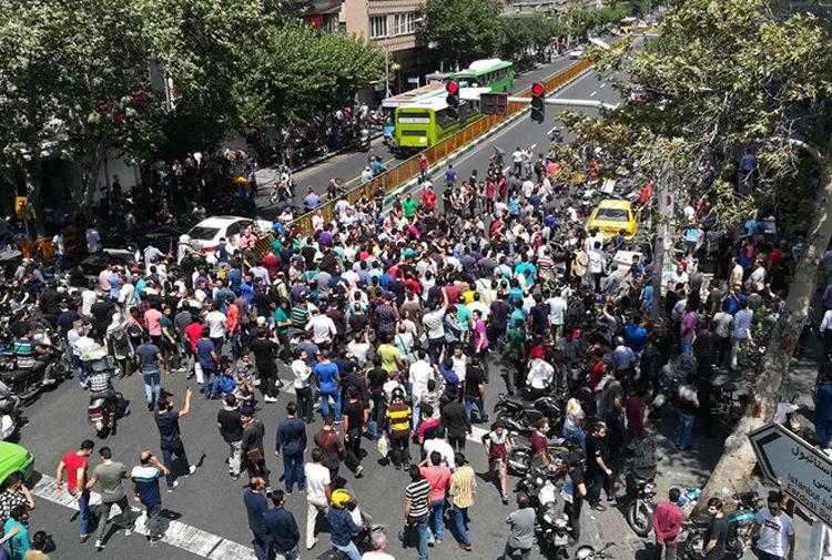 İran'da Huzistan Eyaletinde ekonomik krizi protesto gösterileri yapıldı