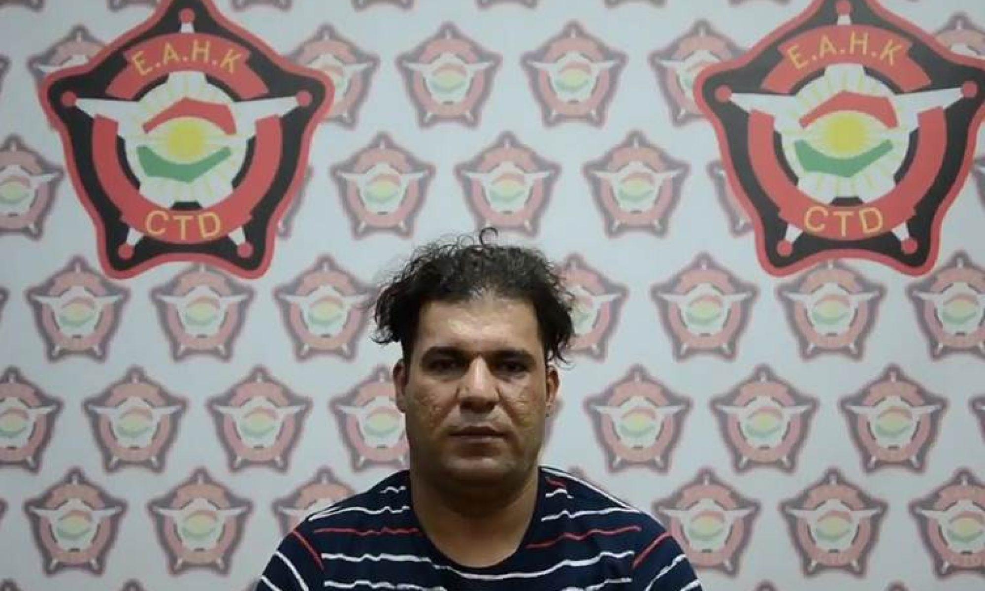 """Kürdistan Bağdat'taki Kürt ailenin katili Erbil'de yakalandı Kurdistan24 -Türkçe Kurdistan24 -Türkçe  Bir saat önce Bağdat'taki Kürt ailenin katili Erbil'de yakalandı Irak Kürdistan Bölgesi ERBİL (K24) – Irak'ın başkenti Bağdat'ta bir Kürt ailenin 3 üyesinin başını keserek infaz eden katil, Kürdistan Antiterör timleri tarafından yakalandı. Kürdistan Antiterör tarafından yapılan açıklamada, Bağdat'taki Kürt bir ailenin 3 üyesini katleden Mehdi Hüseyin Nasır Meter'in Erbil'de yakalandığı belirtildi. Söz konusu katilin, Erbil'de saklandığı ve Erbil Asayiş Müdürlüğü tarafından takibe alınıp yakalandığı ifade edildi. 1984 Bağdat doğumlu olan ve suçunu itiraf eden Meter, Irak İçişleri Bakanlığı personeli olduğunu ve Rusya Büyükelçiliği'nin güvenlik görevini yürüttüğünü ifade etti. İnfaz ettiği Dara Rauf'u 4 yıldır tanıdığını söyleyen Meter, borçlu olup para ihtiyacı olduğu için 2 gün önce Rauf'un yanına gidip para istediğini kaydederek, """"Parasının olmadığını söyledi. Yakınımda bir bıçak vardı. Bıçağı alıp ona vurdum"""" dedi. Cinayeti işledikten sonra şoka girdiğini ve cesedi saklamak istediğini iddia eden Meter, ardından Rauf'un eşinin geldiğini ve çığlık atmaya başladığını sildirdi. Meter, Rauf'un eşini de infaz ettiğini, ardından Şilan'ın geldiğini ve onu da infaz ettiğini itiraf etti. Cinayetin ardından şahsi aracıyla yurtdışına çıkmak için Erbil'e geldiğini kaydeden Meter, işlemlerini yapıp Türkiye'ye geçmek istediğini ifade etti. BAĞDAT'TAKİ VAHŞİ CİNAYET Geçtiğimiz Pazartesi akşamı Irak'ın başkenti Bağdat'ta bir Kürt ailenin 3 üyesi başları kesilerek infaz edilmişti. Irak medyasında yer alan habere göre Şilan Dara isimli üniversite öğrencisi ile annesi Aliye Necmi ve babası Dara Rauf, dün gece kendi evlerinde başları kesilerek infaz edilmişti. Genç kızın tecavüze uğradığı ve ardından iki bacağının da kesildiği ortaya çıkmıştı."""