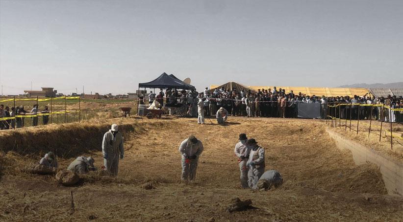 . Nadi Murat, IŞİDŞengal'de IŞiD tarafından katledilen 75 kadın cenazesinin bulunduğu toplu mezar açılıyor