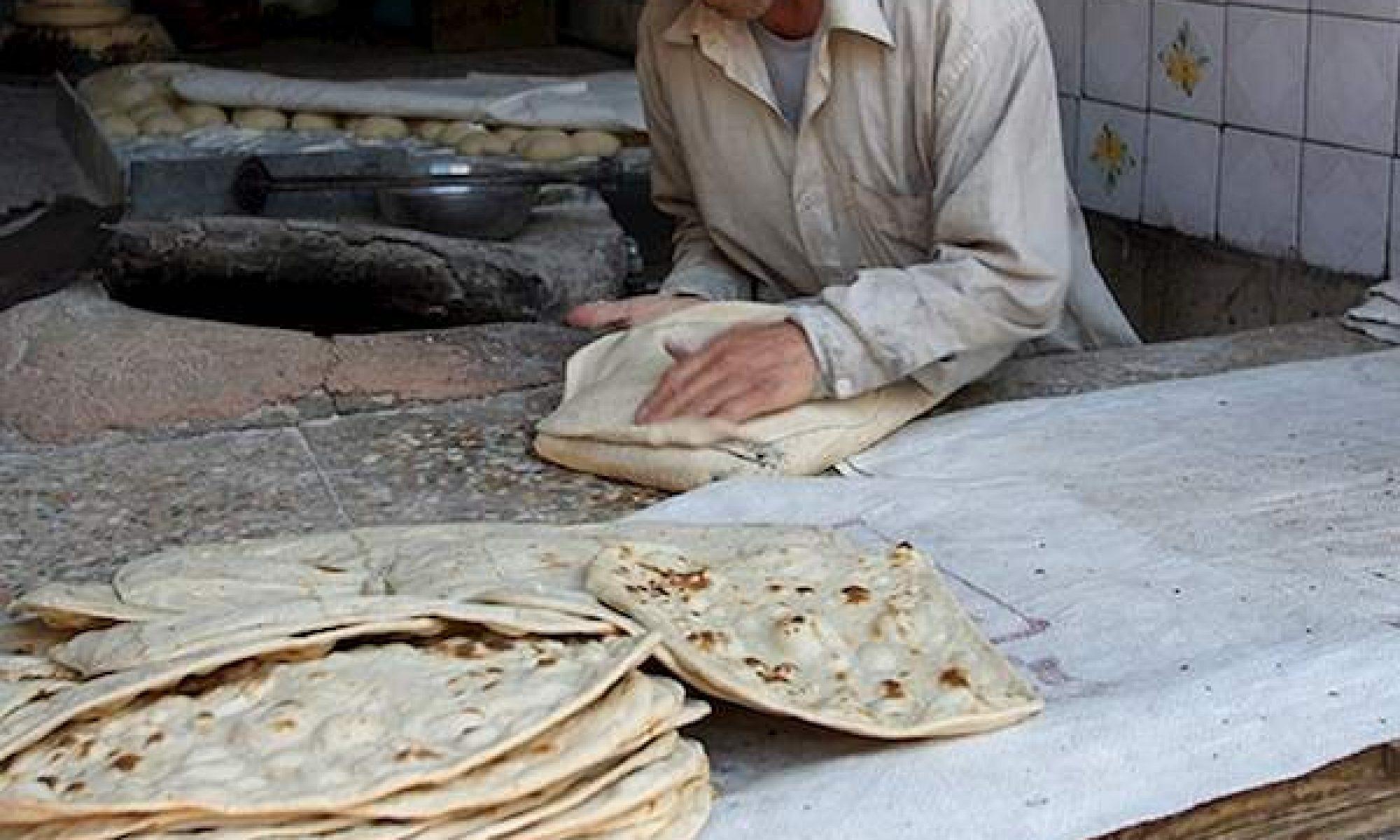 İran'da ekmek fiyatı on günde %70 arttı, fırınlar kapısına kilit vurdu, sosyal medyada ekmek satılıyor