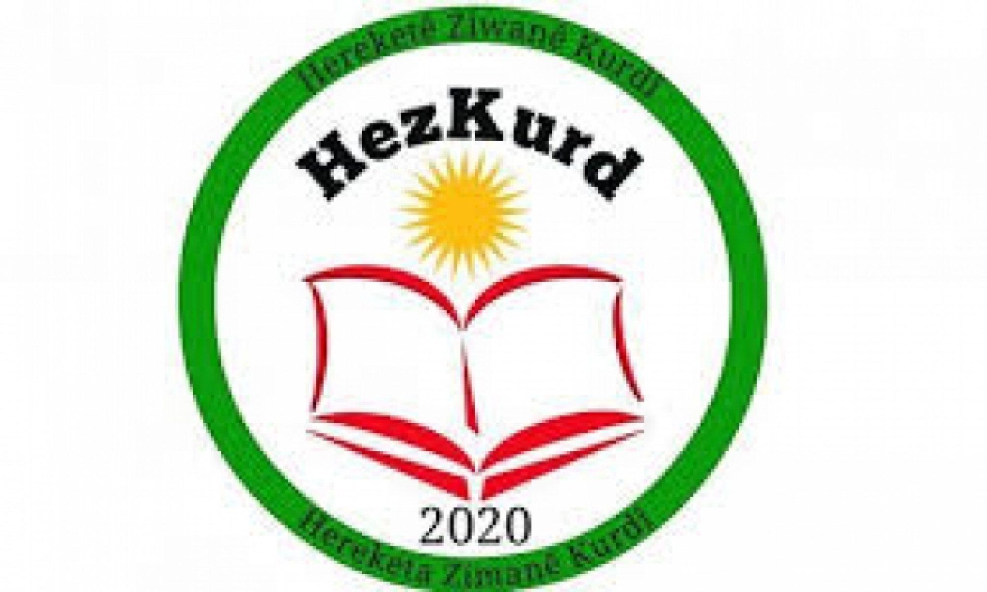 """Kürtçe Dil Hareketi (HEZKURD), Kürt parti ve kurumlarına çağrıda bulunarak, """"Kürd dili konusundaki sessizliğiniz üzücü ve düşündürücü"""" açıklamasında bulundu. 2021-2022 eğitim ve öğretim döneminde okutulacak seçmeli dersler için başvuru sürecinin başlaması dil kurumlarını harekete geçirdi. Öğrencilerin tercih ettikleri dersleri 22 Ocak 2021 tarihine kadar okul müdürlüklerine bildirmesi gerekiyor. Kürtçe'nin seçmeli ders olarak tercih edilmesi için Kürt kurum ve dernekleri sosyal medya platformlarında kampanyalar başlattı. HEZKURD'den Kürtçe seçmeli ders ile ilgili yapılan açıklamada, """"Birçok Kürt partisinin ve kurumunun son bir haftadır isyan çığlığı gibi her tarafa yayılan bu sese kulak tıkamalarını veya sessiz kalmalarını doğru bulmuyoruz"""" denildi. HDP ve HÜDAPAR'ın Kürt Milleti'nin belli kesimlerinin gönlüne taht kurmuş partiler olduğu hatırlatılan açıklamada, iki partinin Kürtlerin dil taleplerine sessiz kaldığı ifade edildi. """"HEZKURD'den Kürt Parti Ve Kurumlarına Çağrı: Kürd Dili konusundaki sessizliğiniz üzücü ve düşündürücü"""" başlığıyla yayınlanan açıklamada, şu ifadelere yer verildi: """"Değerli Kürt kamuoyunun da bildiği üzere, özellikle son bir haftadır, anadilimiz Kürtçe için, saygın ve emektar Kürt medyasının da desteği ile Kürt Milleti adeta seferberlik içinde, çeşitli çalışmalar yürütüyor. Dil oluşumları, dernekler, bağımsız kuruluşlar, bağımsız kimi saygın isimler ve emektar medya kuruluşlarımız Kürtçe'nin geleceği için adeta kendilerini parçalıyorlar. Etkinlikler, açıklamalar, kampanyalar, çağrılar, yakarışlar peş peşe geliyor. Özellikle, Kürtçe dil mezunları seslerini ve mağduriyetlerini duyurmak için adeta çırpınıyorlar. Lakin hak olan bu sivil ve meşru süreç, siyasi destekten mahrum bırakılmış durumda. Kürtçe Dil Hareketi (HEZKURD) olarak, birçok Kürt partisinin ve kurumunun son bir haftadır isyan çığlığı gibi her tarafa yayılan bu sese kulak tıkamalarını veya sessiz kalmalarını doğru bulmuyoruz. Siyaset, tabanın ve halkın haklı ve meşru taleplerine ku"""