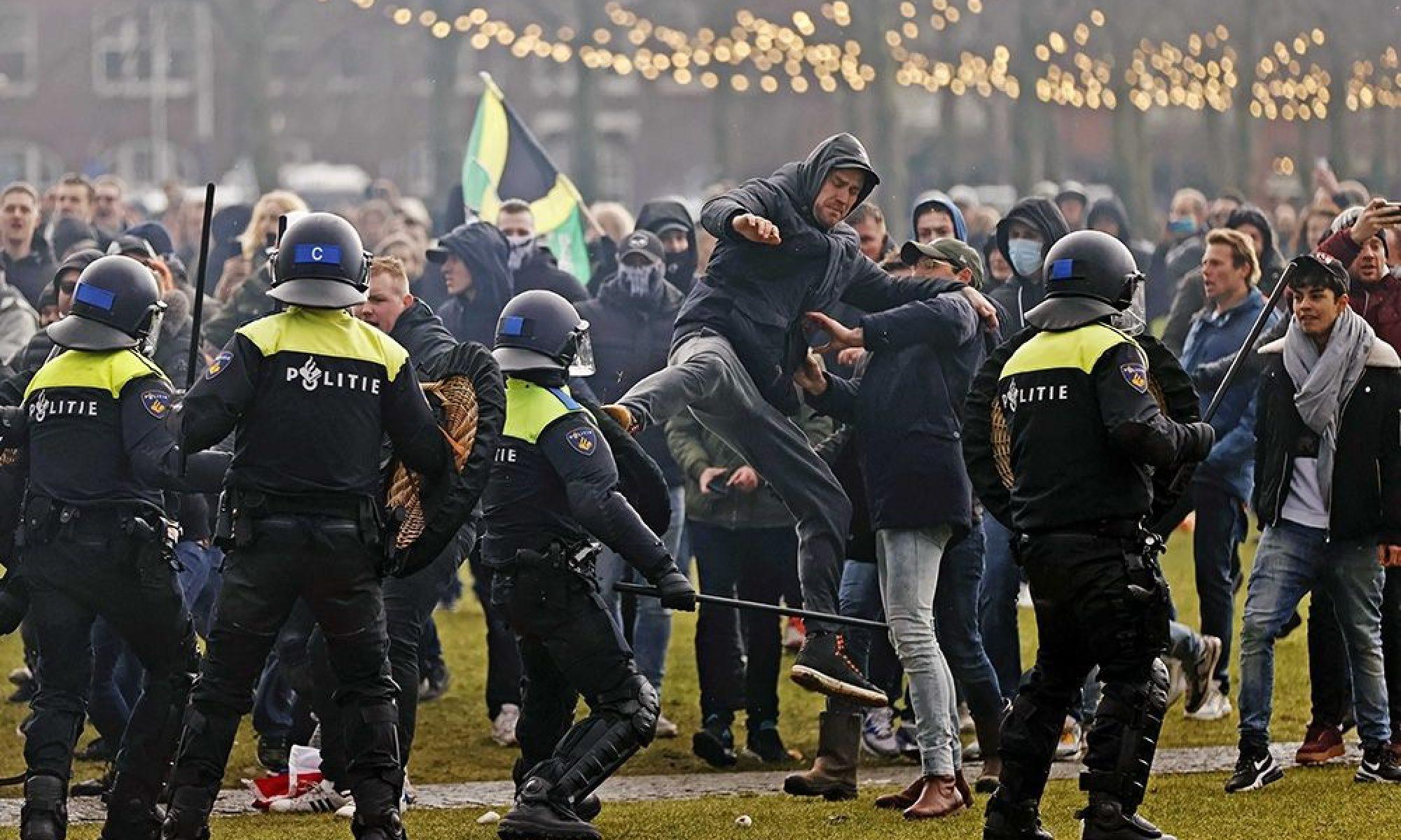 Hollanda'da coronovirüs kısıtlamalarına karşı yapılan gösteriler durmuyor