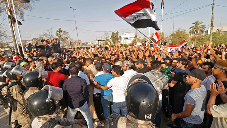 Zikar'da ki protestolarda çatışma çıktı: Bir polis hayatını kaybetti beş gösterici yaralandı