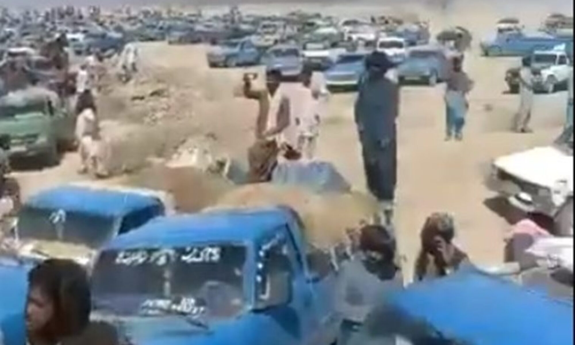 İran güvenlik güçleri 15 Belluci işçiyi öldürdü
