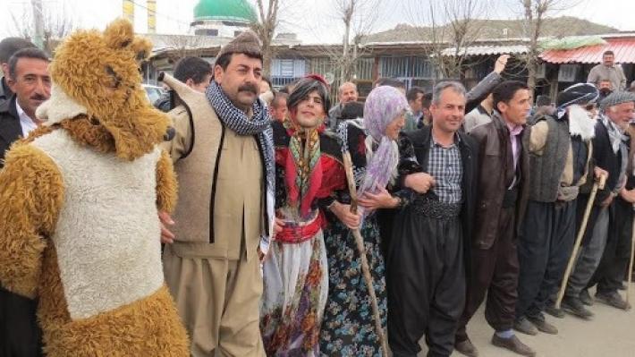 Doğu Kürdistan'ın Meriwan kentinden Kosekose (Kosegeli) oyunu canlığını koruyor