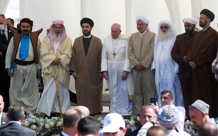 Kakailer Papa'ya taleplerini anlatıyor: Irak Anayasasında belirlenen 140'ıncı Maddenin gereklerinin uygulanmasını istiyoruz.