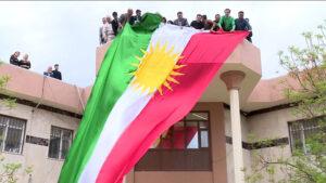 Kerkük İl Meclisinin resmi dairelere ve hükümet kurumlarına Kürdistan Bayrağı asma kararı almasının üstünden 4 yıl geçti