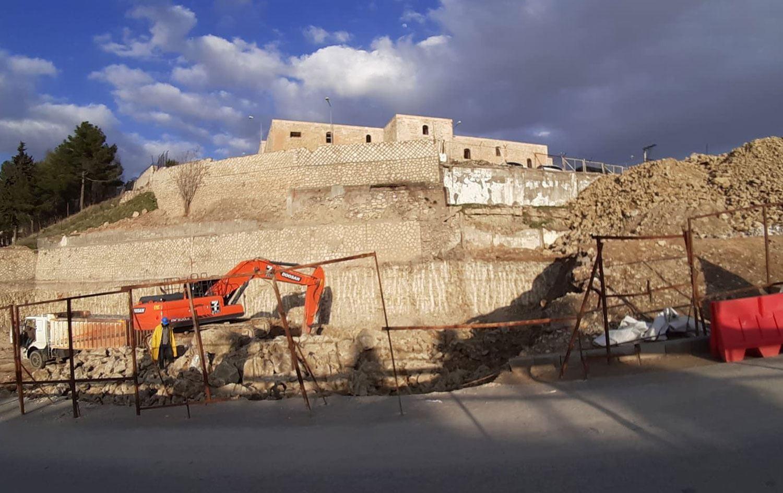 1. derece tarihi eser statüsündeki Mor Efrem Manastırı arazisinde otopark kazısı başlatıldı mardin,Garo Paylan