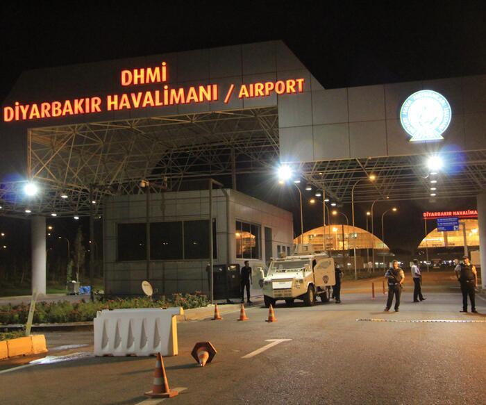 Diyarbakır Havalimanı tüm uçuşlara kapatılıyor Kaynak: Diyarbakır Havalimanı tüm uçuşlara kapatılıyor