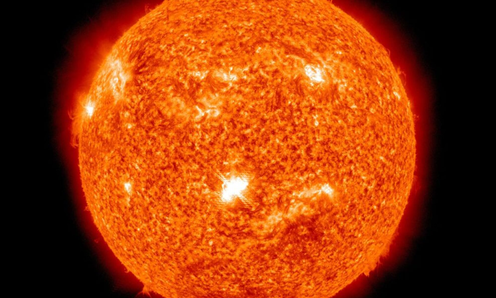 Güneş yüzeyinde patlamalar medyada geldi, püsküren maddeler Dünya'da jeomanyetik fırtınalara yol aça bilir