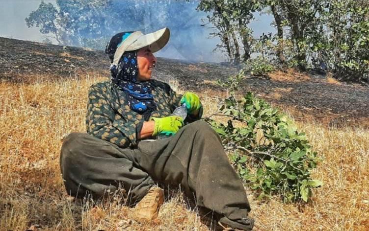 Yangınla mücadele eden gönüllülerden biri de, ailesiyle birlikte bölgede birçok yangına müdahale eden 60 yaşındaki Amin Studa.