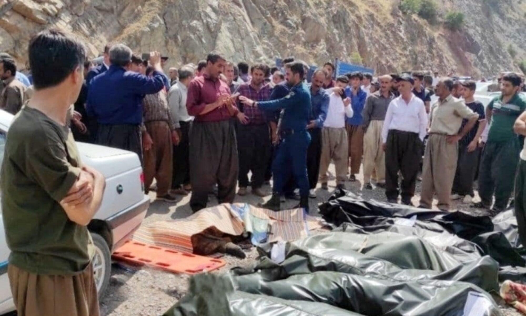 Doğu Kürdistan'da Weysel Qarani türbesini ziyarete giden otobüs devrildi: 16 ölü