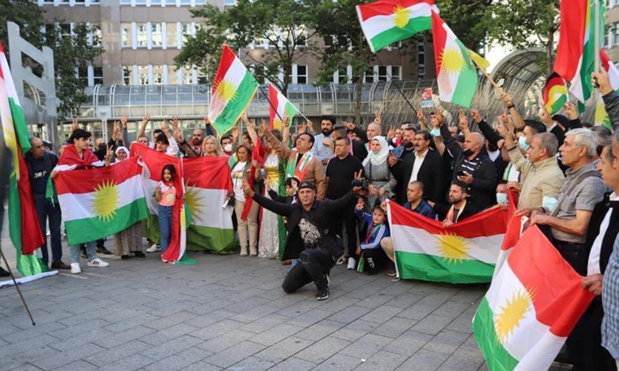 Almanya-Düsseldorf: Kürtler, PKK'nin Rojava siyasetini kınamak için toplandı Newroz Bijo