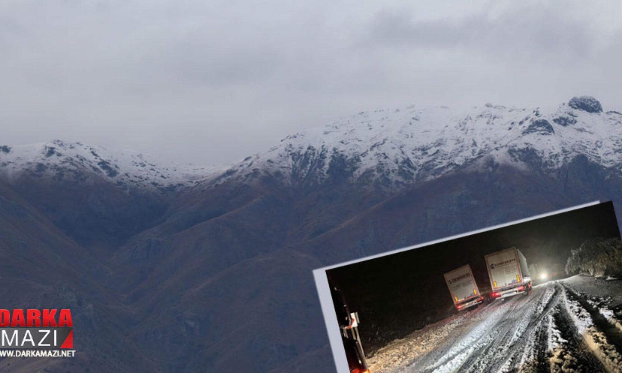 Ardahan'a kar yağdı, araçlar yolda kaldı
